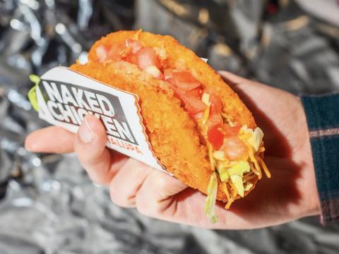 Un producto de Taco Bell fotografiado para redes sociales