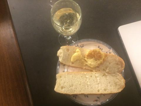 Una cena con mucho queso.