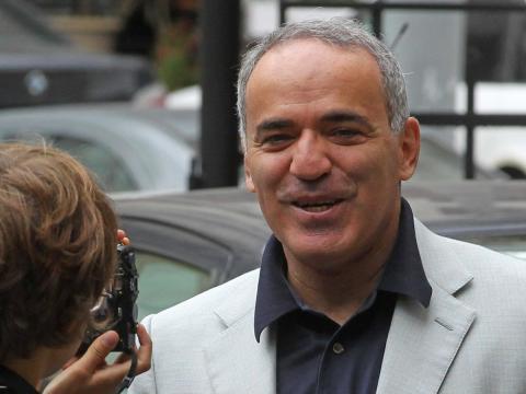 El gran maestro de ajedrez Garry Kasparov