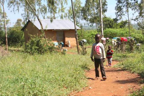 Los hijos de Anyango van a la escuela gracias a la renta universal
