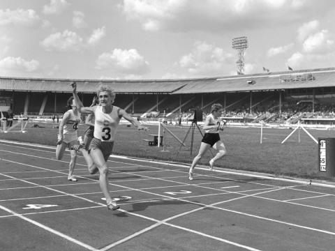 [RE] juegos olímpicos: Ewa Klobukowska