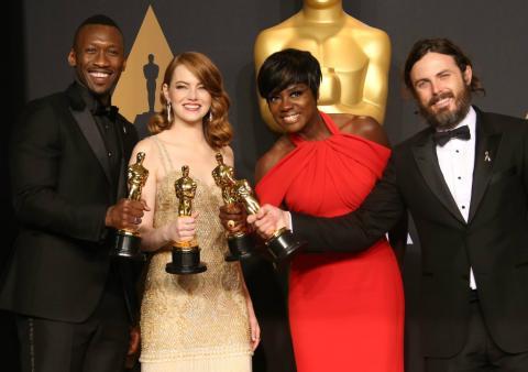 Mahershala Ali, Emma Stone, Viola Davis y Casey Affleck, ganadores del Oscar a Mejor actriz y actor de 2017.