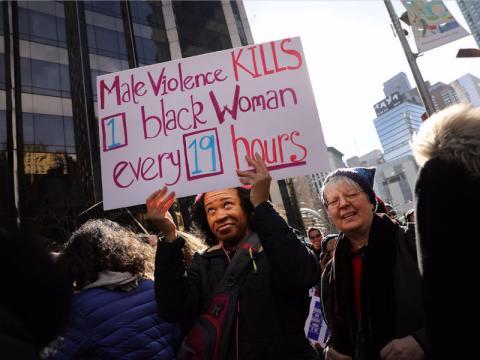 Una mujer denuncia la violencia machista.