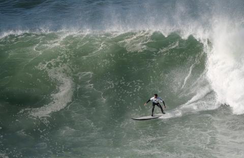 Francisco Porcela optó por cabalgar olas más pequeñas, pero tratables