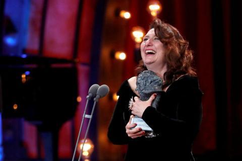 Adelfa Calvo recoge el Goya 2018 a Mejor actriz de reparto por 'El autor'.