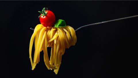 Los hidratos de carbono deben estar presente siempre y la pasta, cocinarse siempre al dente, igual que los vegetales.