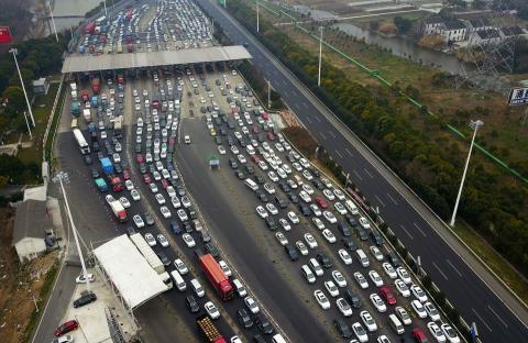 Debido a los numerosos desplazamientos, el tráfico en las carreteras es una imagen habitual del Año Nuevo Chino 2018.