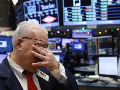 Un broker en el mercado de valores de Nueva York