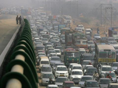 Tráfico atascado en Nueva Dehli (India)