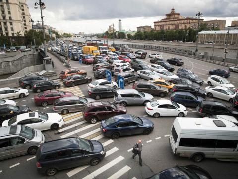Atasco de tráfico en Moscú (Rusia)