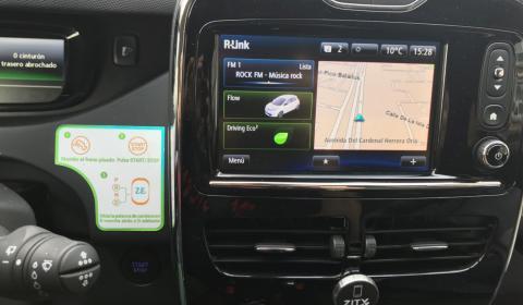La conectividad de los coches Zity, con navegador incluido y una pantalla táctil, también es mejor.