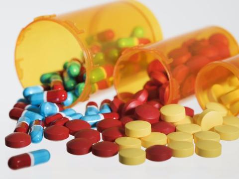 Botes de medicinas con somníferos.