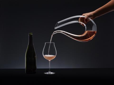Decantador y copa para champan rosado