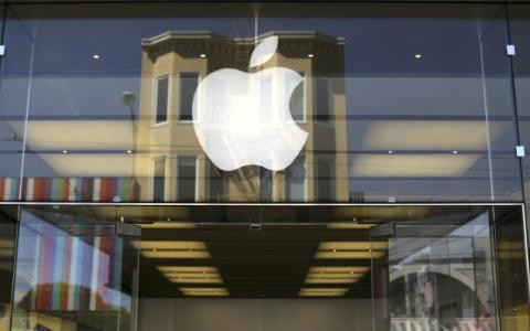 El logo de Apple en una de sus oficinas