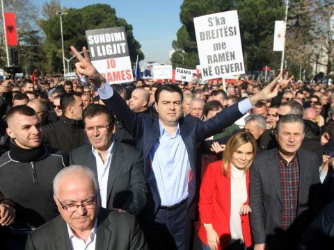 Una protesta contra el gobierno en Tirana, Albania, el pasado enero de 2018.