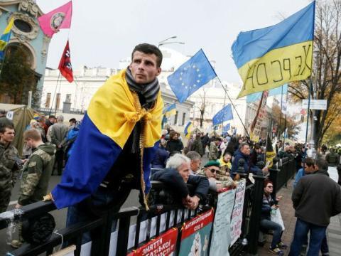 Protesta cerca del Parlamento de Ucrania en Kiev, la capital del país.