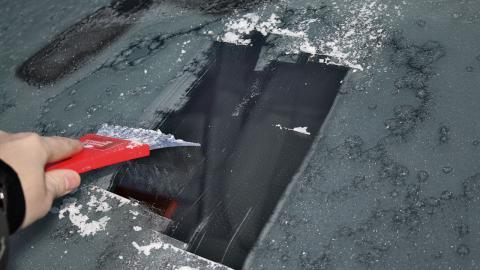 movilidad invernal: rascar hielo