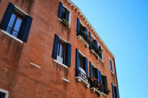 El precio de la vivienda de segunda mano en España se sitúa en enero en 1.742 euros el metro cuadrado, según un estudio de Fotocasa.