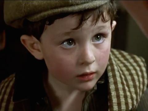 Reece Thompson, en Titanic, en el papel de niño irlandés
