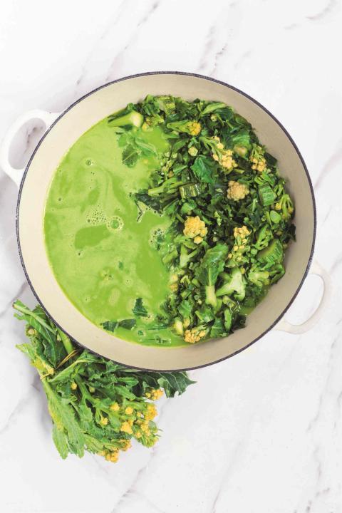 Sopa de brócoli blanco.