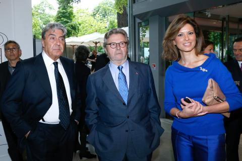 Alberto Cortina (izquierda), junto a Alain Dominique Perrin y Elena Cue.