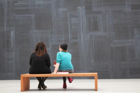 Comprar obras de arte no está disponible más que para unos pocos bolsillos, por ello el alquiler es una buena opción.