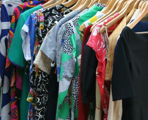 Las bibliotecas de ropa permiten seguir a la moda reduciendo la huella ecológica.