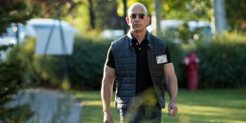 Jeff Bezos promueve la competitividad en Amazon.