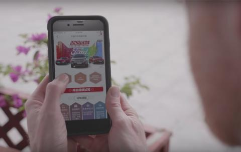 La experiencia de compra en la máquina de vending se inicia a través de una de las app de Alibaba.