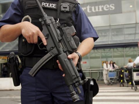 Así se regulan los permisos de armas en todo el mundo