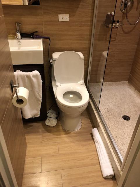 empire hotel baños