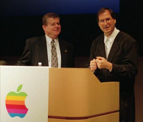 Gil Amelio y Steve Jobs