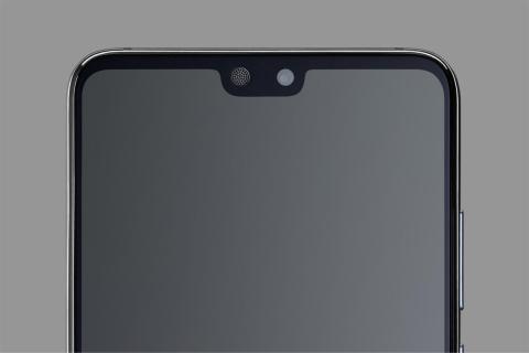 Los tres móviles de la familia Huawei P20 tienen una pantalla de extremo a extremo con hueco en la parte superior para integrar el notch con la cámara frontal.