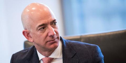 Jeff Bezos durante una reunión.