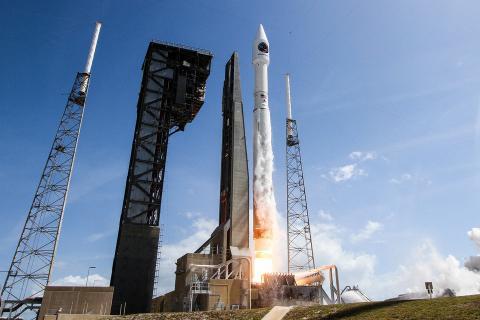 El 45º Ala Espacial de la Fuerza Aérea apoyó el lanzamiento por parte de la NASA de la nave Orbital ATK Cygnus en un cohete Atlas V desde la estación espacial situada en el Cabo Cañaveral, Florida, el pasado 18 de abril de 2017.