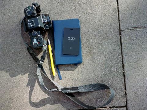 Móvil Light Phone 2 Imágenes