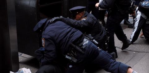 policia, agresion, violencia, detener