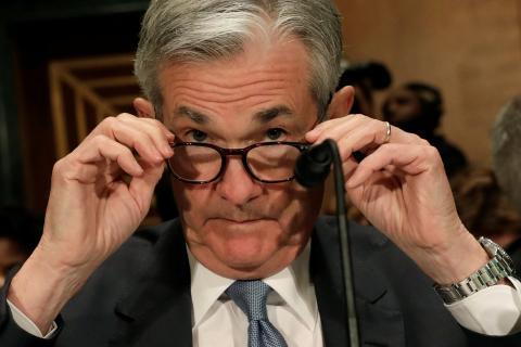 El presidente de la FED, Jerome Powell, preparándose para comparecer en la comisión bancaria del Senado de EE.UU. el 1 de marzo.