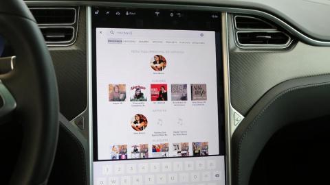 Radio internacional y Spotify en el Tesla Model X