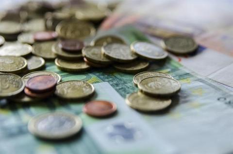 La ratio de deuda pública cerró el año dos décimas por encima del objetivo anual del Gobierno, que estaba marcado en el 98,1%.
