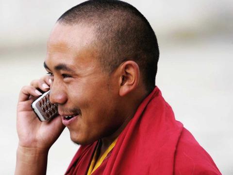reconectar, móvil, monje budista