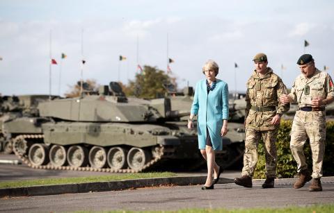 La Primera Ministra Theresa visita el primer Batallón del Regimiento de Mercia en Bulford Camp el 29 de septiembre de 2016.