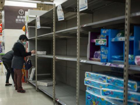 tienda taiwanesa con estantes vacíos