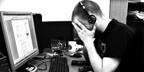 Triste, frustación, estrés, trabajo
