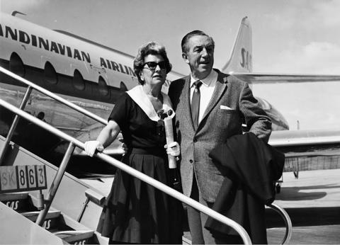 Walt Disney y su mujer