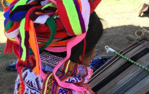 Alfombras Étnicas es una tienda online de productos elaborados con tejido étnico procedente de distintas zonas del Altiplano Sudamericano.
