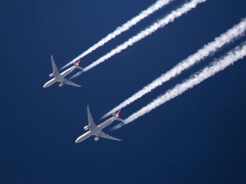 avión humo
