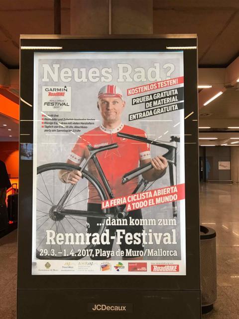 Cartel en alemán de una feria ciclista en Mallorca.