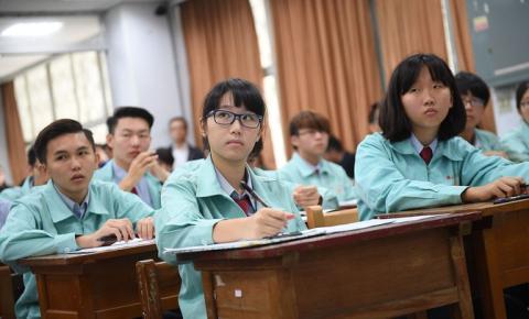 Estudiantes chinos en la escuela