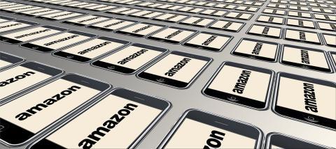 Ilustración con teléfonos y el logo de Amazon